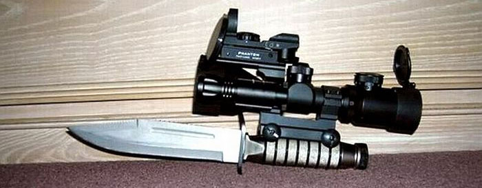 Knife-With-Scope-And-Red-Dot-Sight.jpg