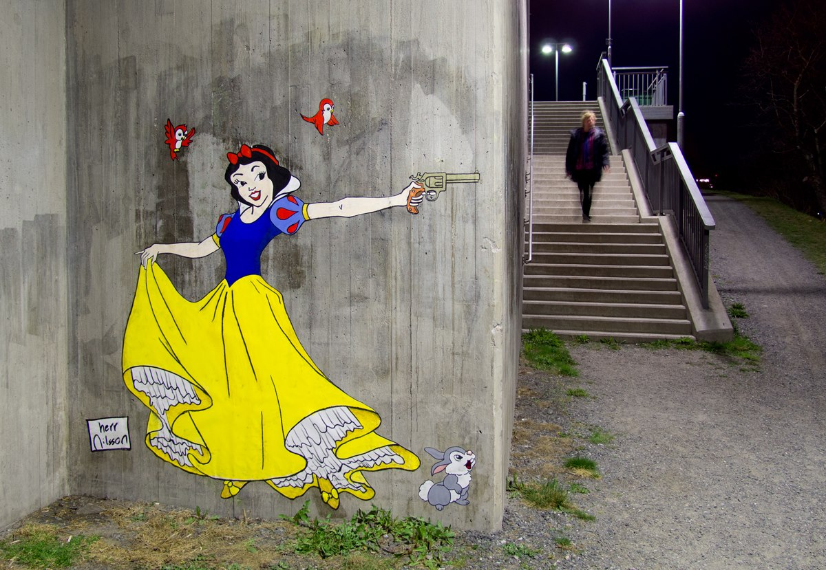 Disney-Princess-Guns-Street-Art-Herr-Nilsson-2