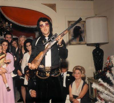 elvis-holding-gun
