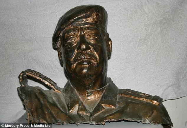 Saddam-Hussein-Bronze-Bust-1