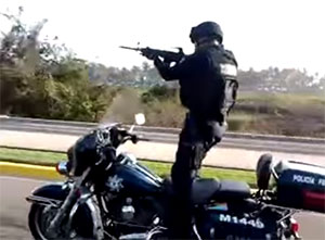 Mexican-Police-Motorcycle-Stunting