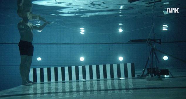 Andreas-Wall-Underwater-Gun-Shot
