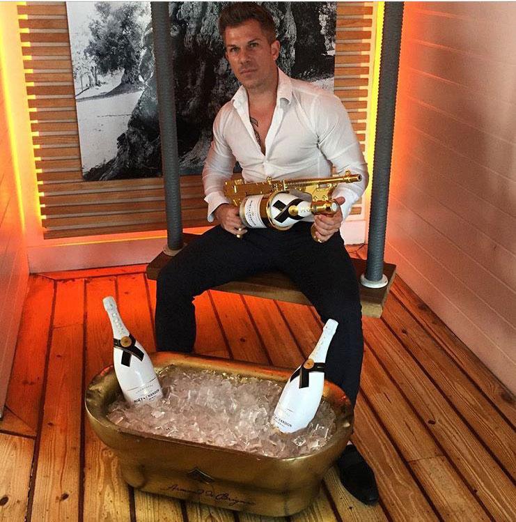 champagne-gun-guy