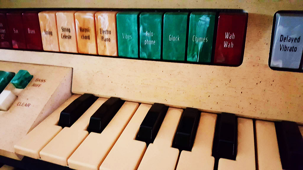 glock-instrument-organ-keyboard